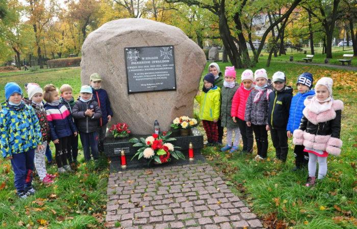 Odwiedzamy Obelisk upamiętniający żołnierzy z wojen – Gr. V