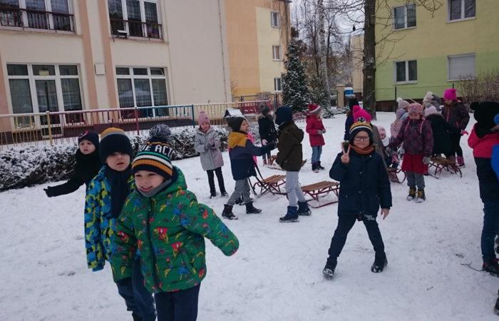 Zabawy na śniegu –  Gr. IV