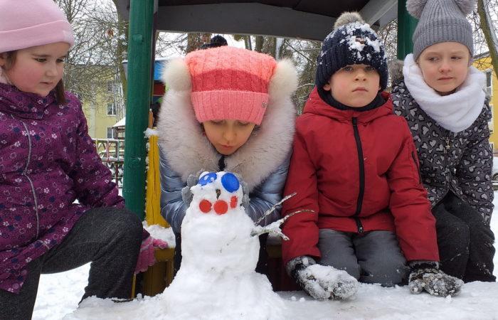 Zimowe zabawy na śniegu – Gr. V