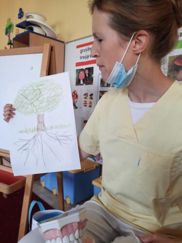 2021.09.30-Zajecia-edukacyjne-z-lekarzem-stomatologiem-Dbamy-o-nasze-uzebienie-Gr.-III-05-