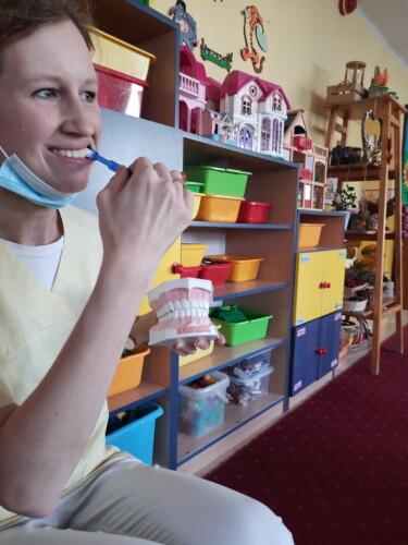 2021.09.30-Zajecia-edukacyjne-z-lekarzem-stomatologiem-Dbamy-o-nasze-uzebienie-Gr.-III-08-