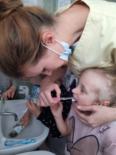 2021.09.30-Zajecia-edukacyjne-z-lekarzem-stomatologiem-Dbamy-o-nasze-uzebienie-Gr.-III-18-
