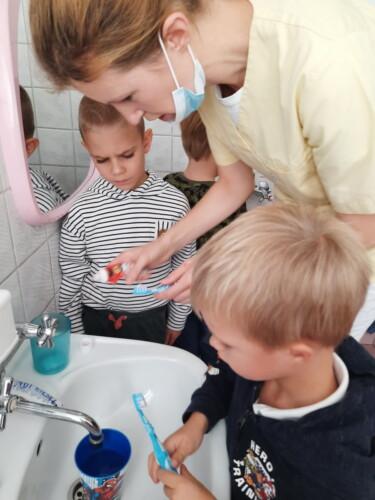 2021.09.30-Zajecia-edukacyjne-z-lekarzem-stomatologiem-Dbamy-o-nasze-uzebienie-Gr.-III-21-